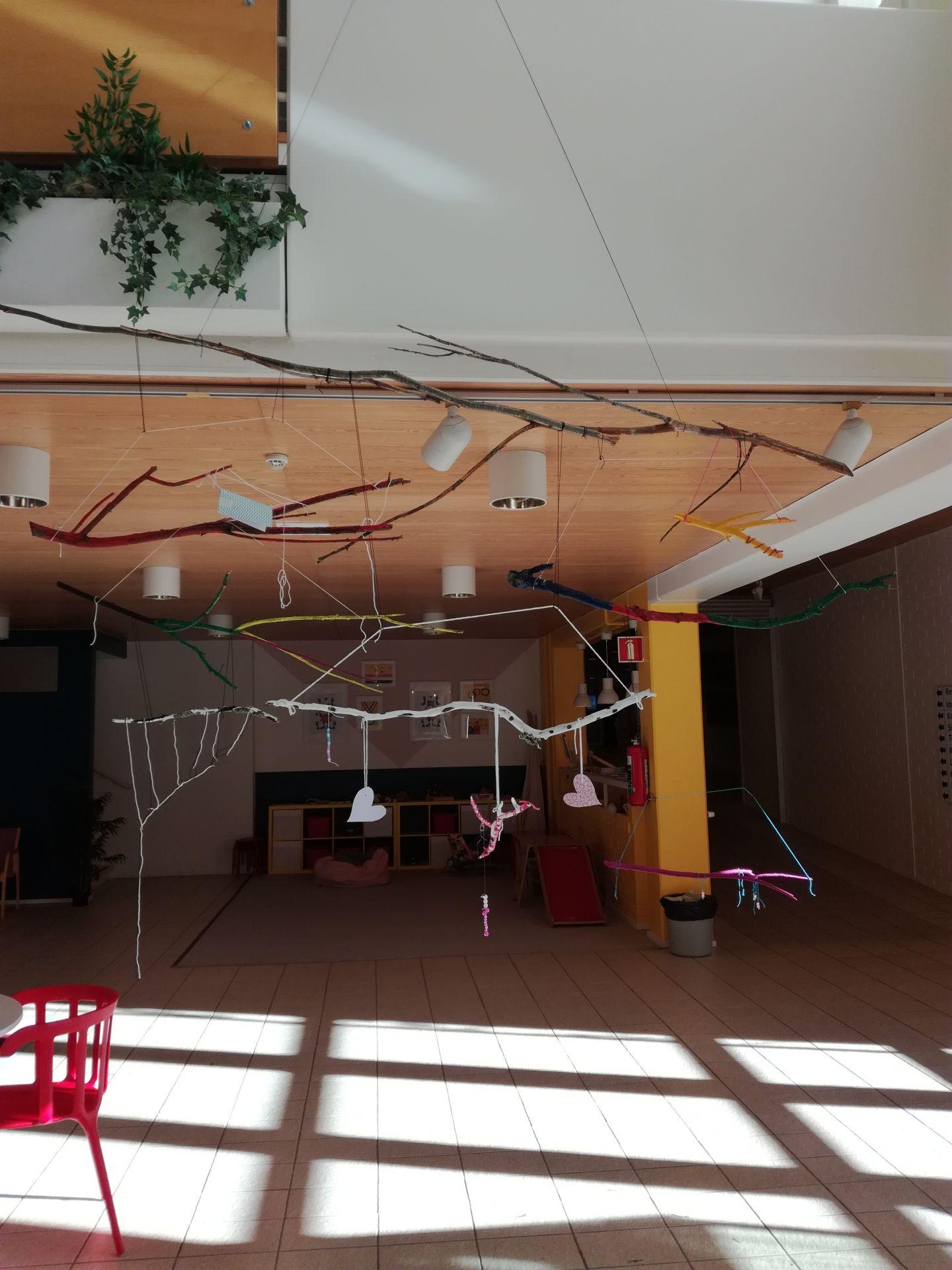 En bild på konstverket som konstworkshopen har gjort.